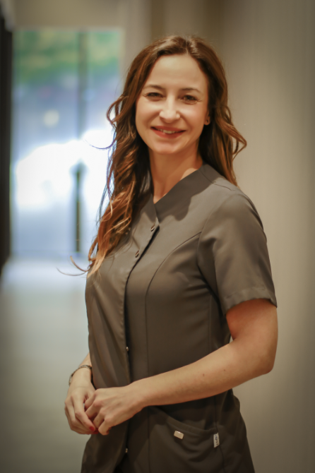 Doctora Marta Peydro Clinica Dental Valencia Especialista Implantes dentales Valencia