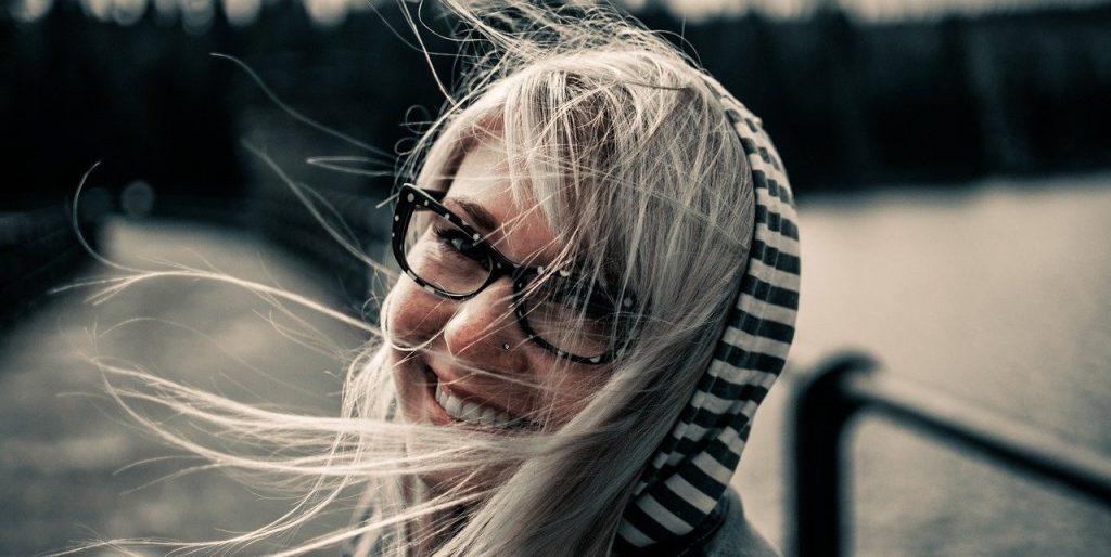 Los beneficios de sonreír según Clínica Peydro